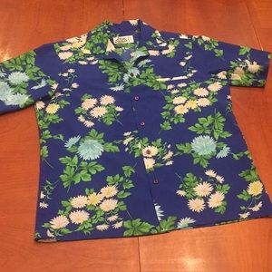 Hilo Hattie blue and white floral top